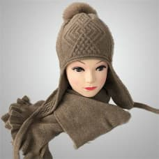 Cashmere cap and scarf