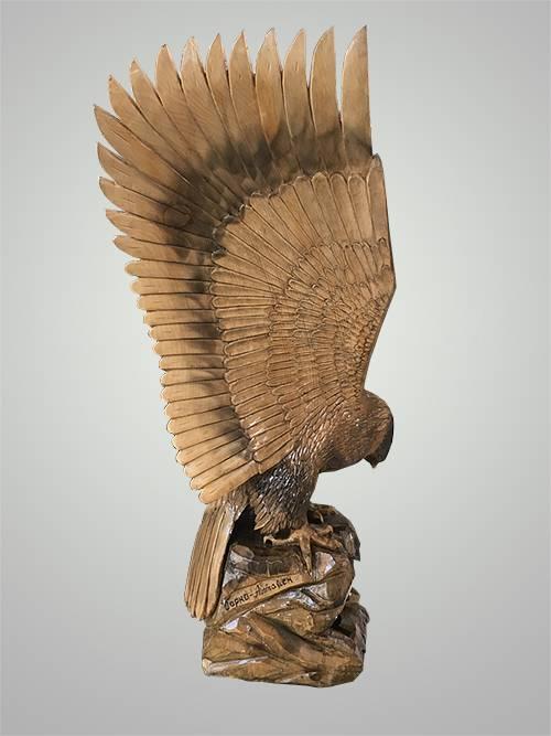 просто резной орел из дерева картинки если большую часть